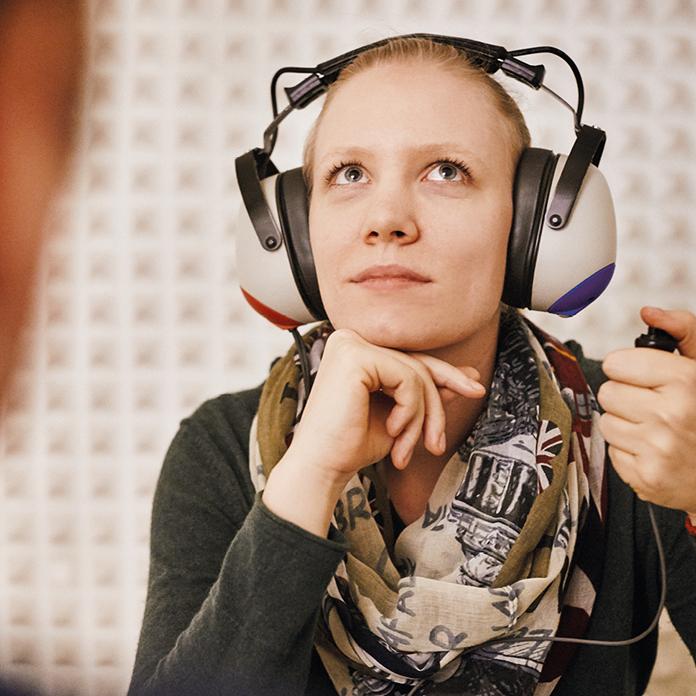 Pfeifen, Rauschen, Piepsen im Ohr? Nach einer genauen Voruntersuchung weiß Frau Dr. Brigitte Krug welche Therapie bei Hörsturz und Tinnitus die richtige ist.