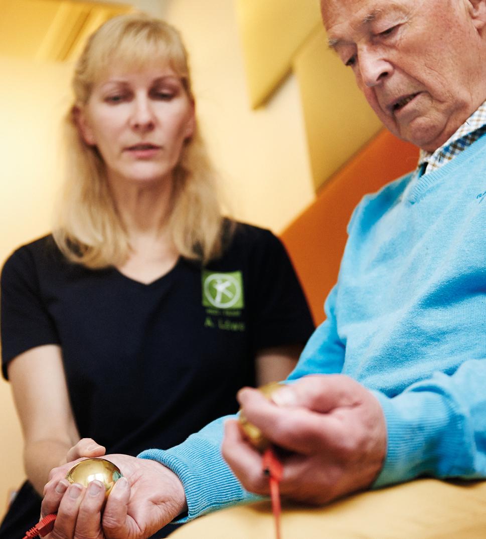 Eine Untersuchung im Rahmen der Bioresonanztherapie - diese führt die HNO-Praxis Dr. Brigitte Krug für Ihre Patienten aus Weinheim und Umgebung - wie beispielsweise Birkenau, Schriesheim und Heddesheim durch