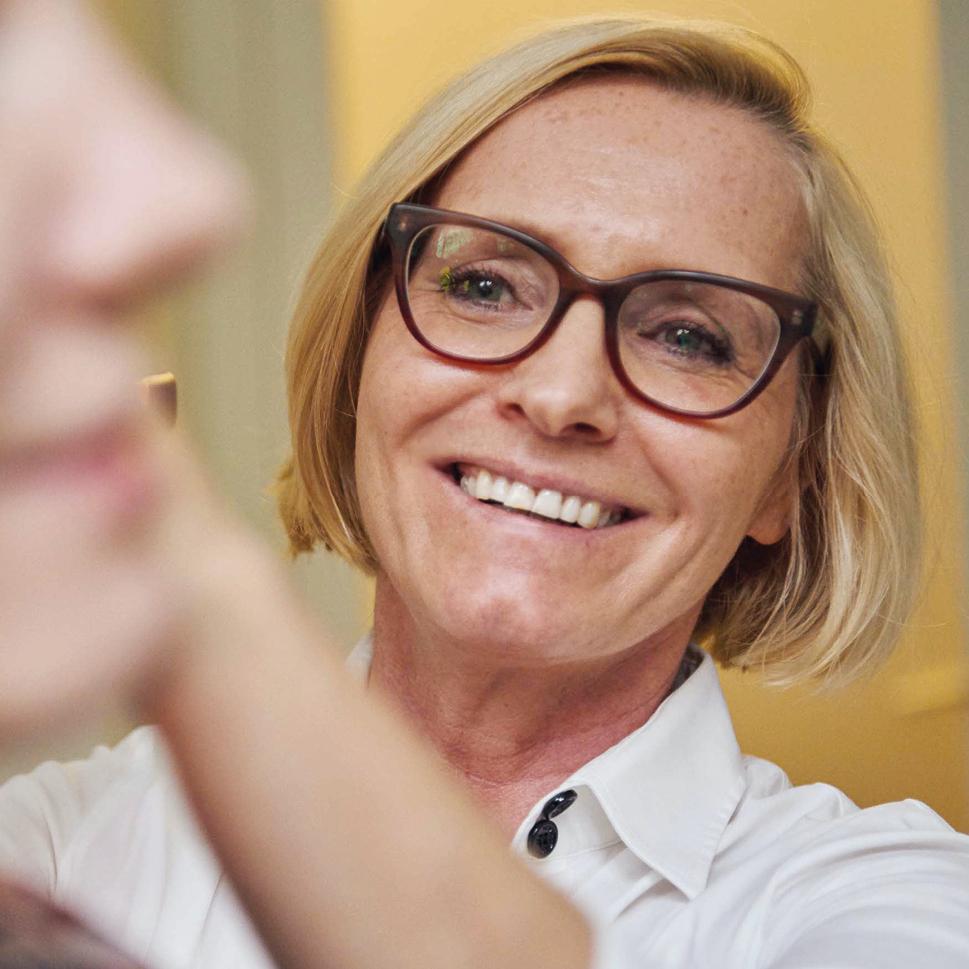 Frau Dr. Brigitte Krug bei der Untersuchung ihrer Patienten aus Weinheim und Umgebung - wie beispielsweise Birkenau, Hemsbach, Schriesheim, Heddesheim und Hirschberg